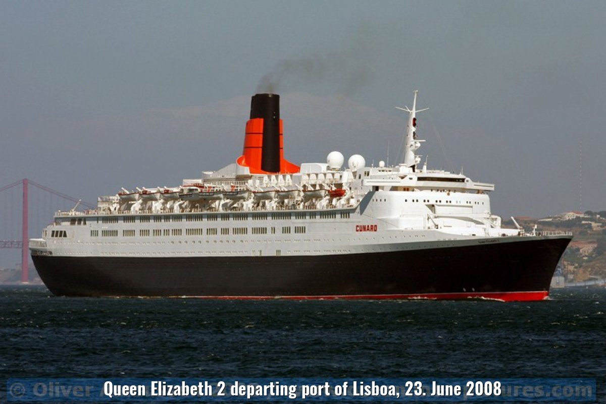 Queen Elizabeth 2 departing port of Lisboa, 23. June 2008