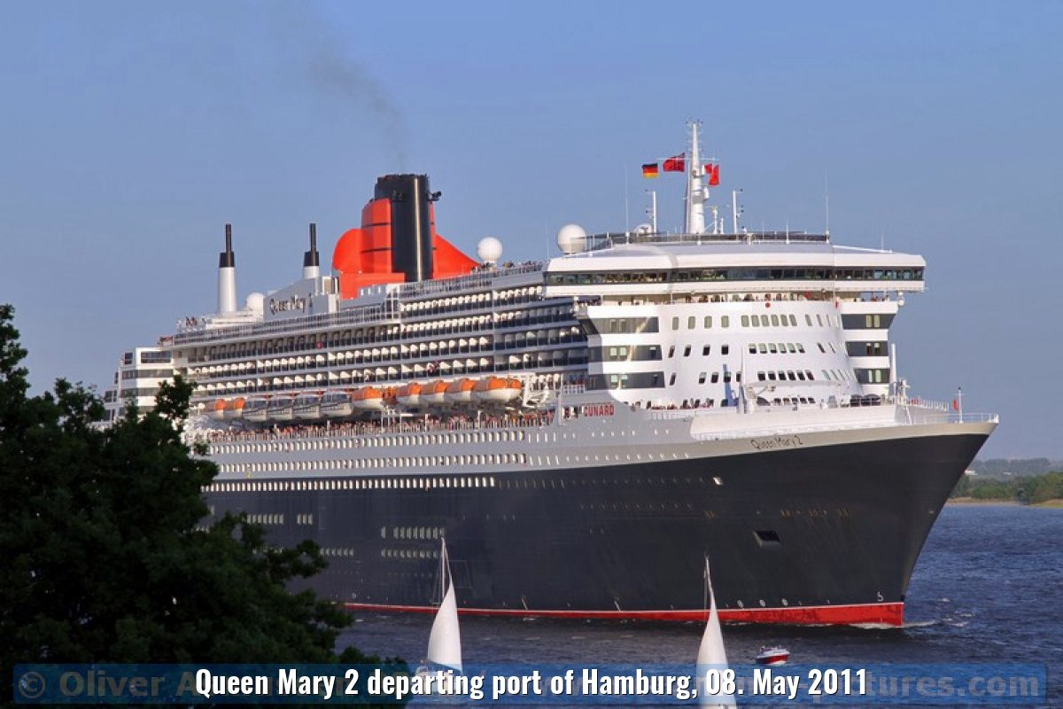 Queen Mary 2 departing port of Hamburg, 08. May 2011