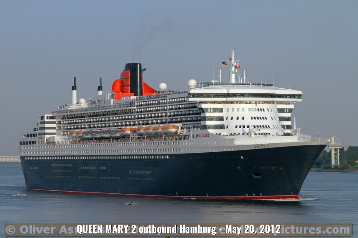 QUEEN MARY 2 outbound Hamburg - May 20, 2012