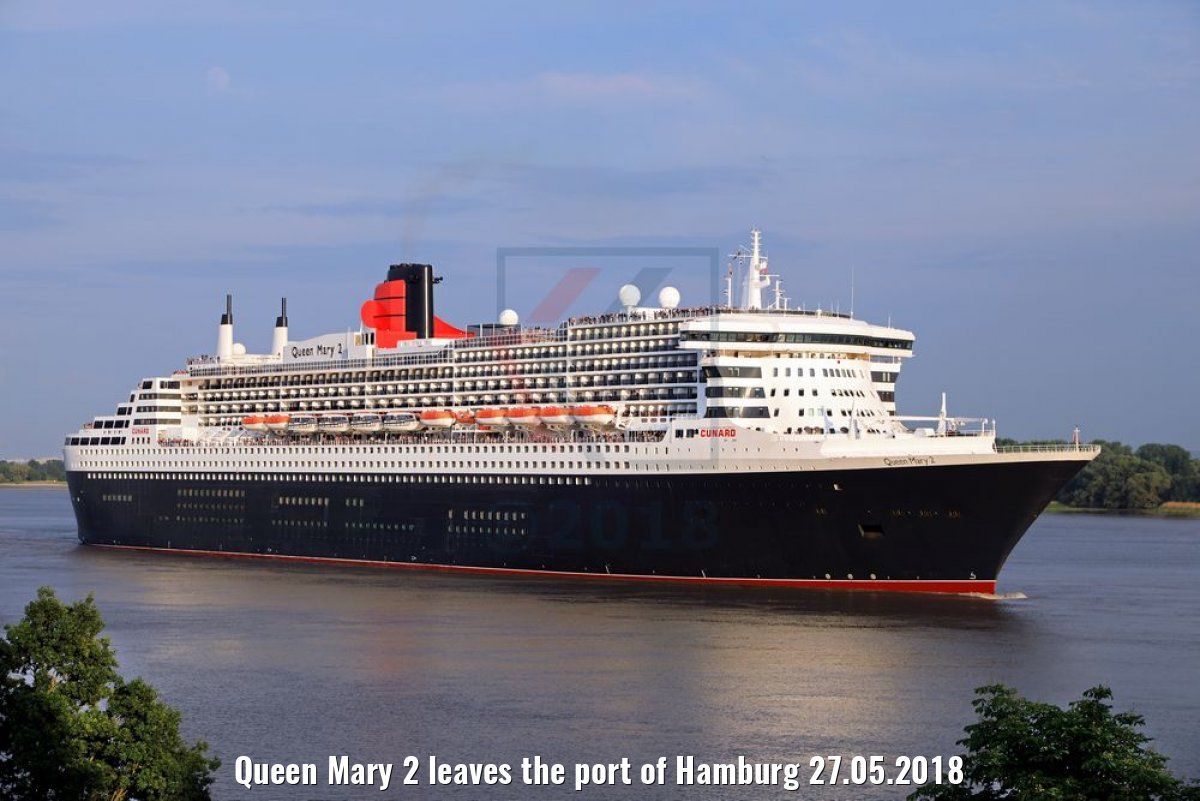 Queen Mary 2 leaves the port of Hamburg 27.05.2018