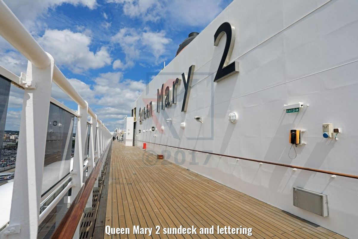 Queen Mary 2 sundeck and lettering