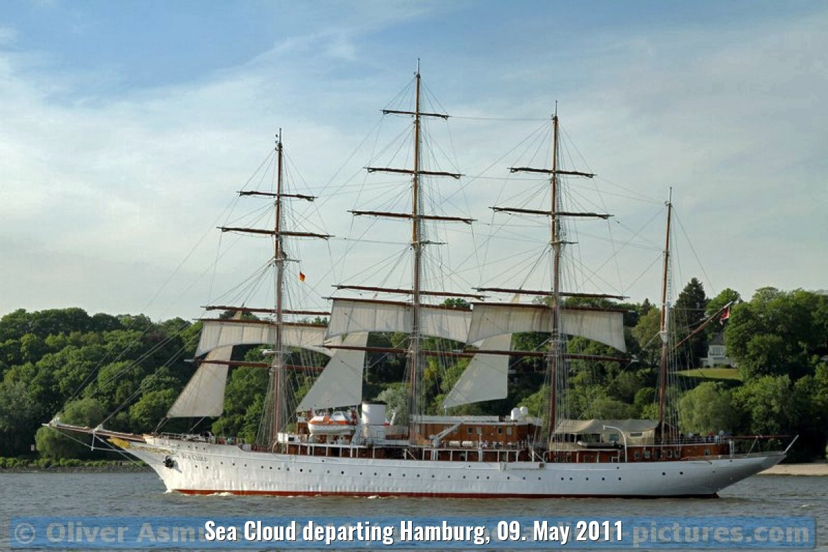 Sea Cloud departing Hamburg, 09. May 2011