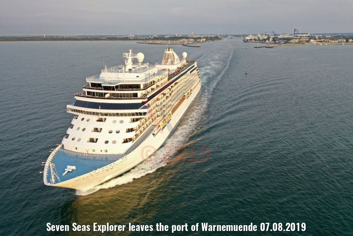 Seven Seas Explorer leaves the port of Warnemuende 07.08.2019