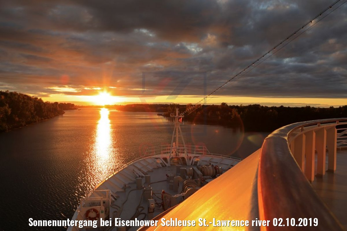 Sonnenuntergang bei Eisenhower Schleuse St.-Lawrence river 02.10.2019