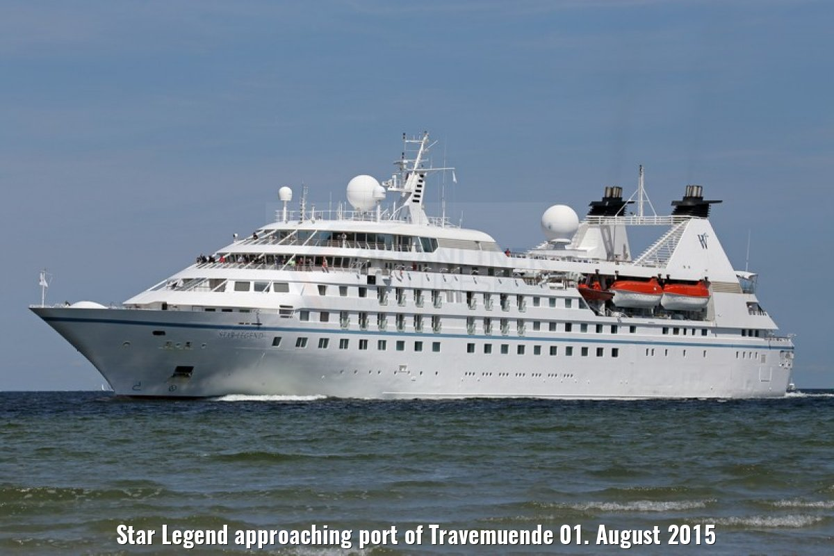 Star Legend approaching port of Travemuende 01. August 2015