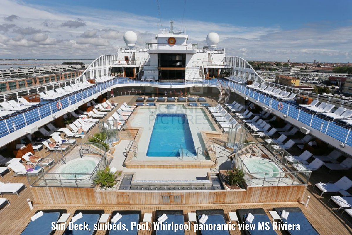 Sun Deck, sunbeds, Pool, Whirlpool panoramic view MS Riviera