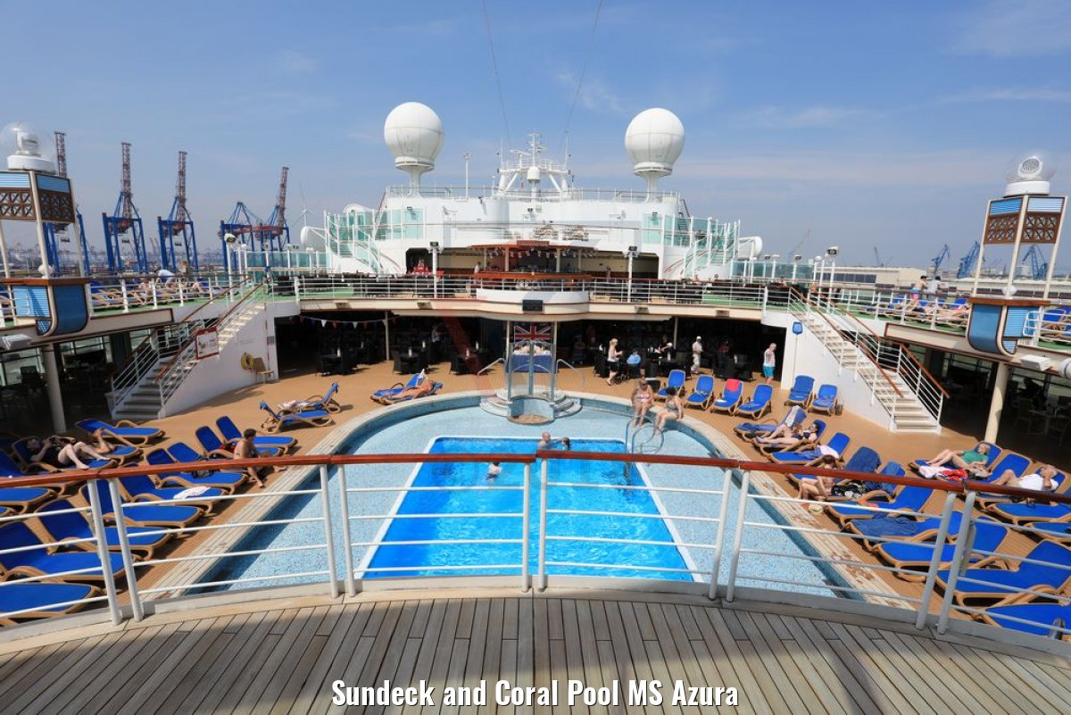 Sundeck and Coral Pool MS Azura