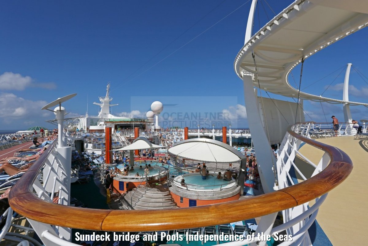 Sundeck bridge and Pools Independence of the Seas