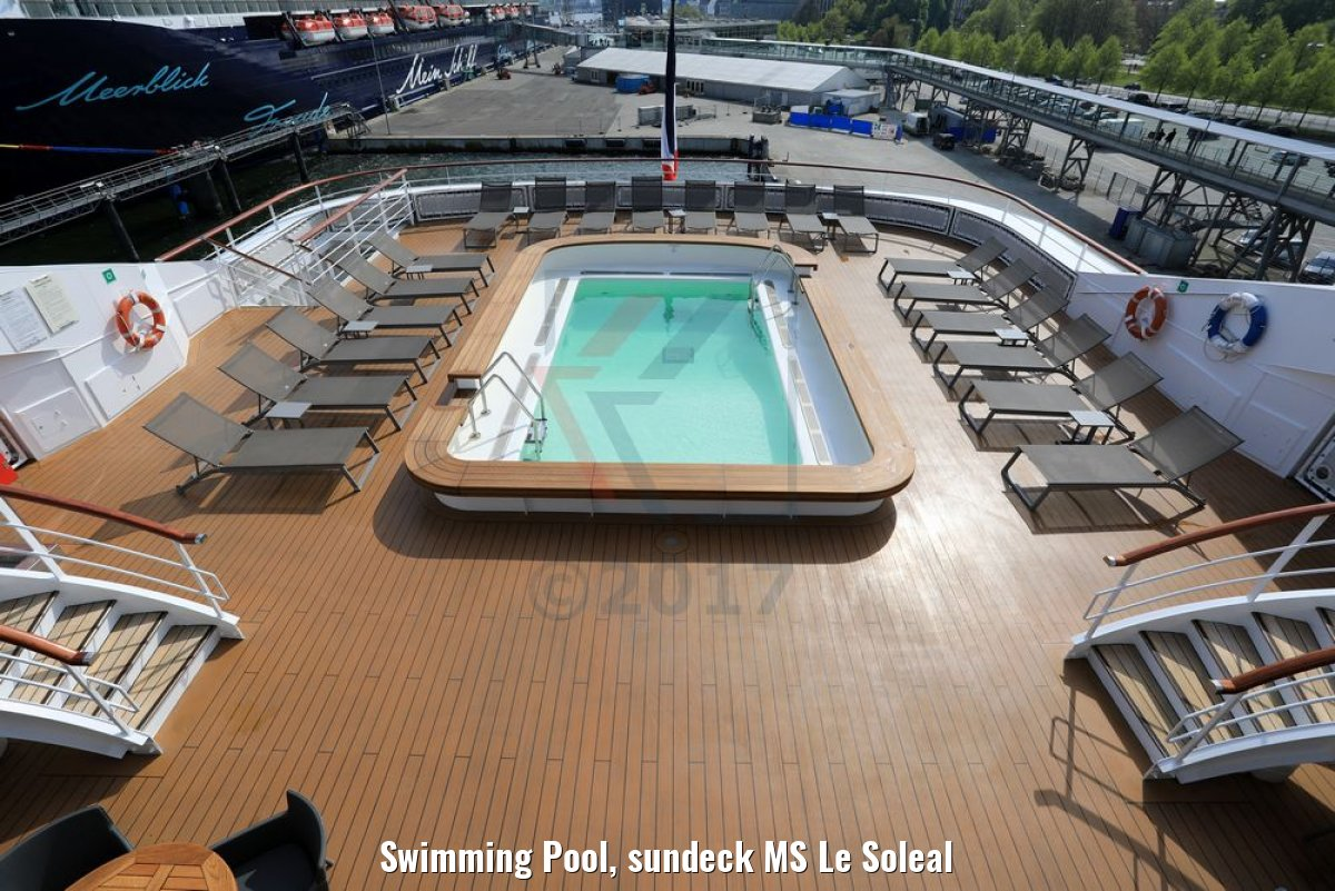 Swimming Pool, sundeck MS Le Soleal