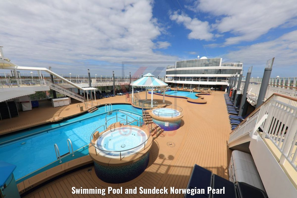 Swimming Pool and Sundeck Norwegian Pearl