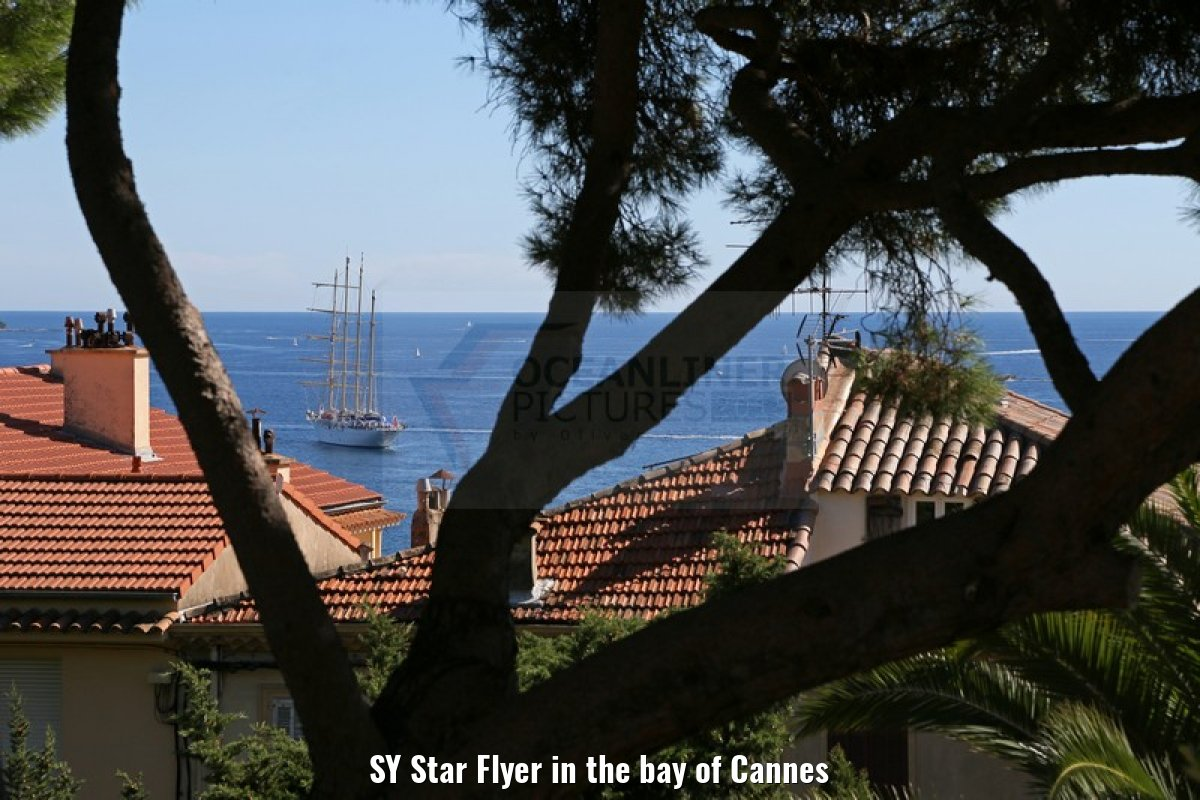 SY Star Flyer in the bay of Cannes
