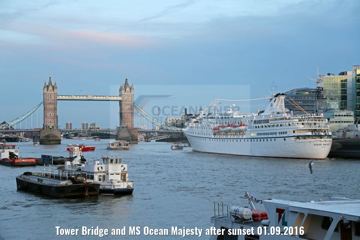 Tower Bridge and MS Ocean Majesty after sunset 01.09.2016
