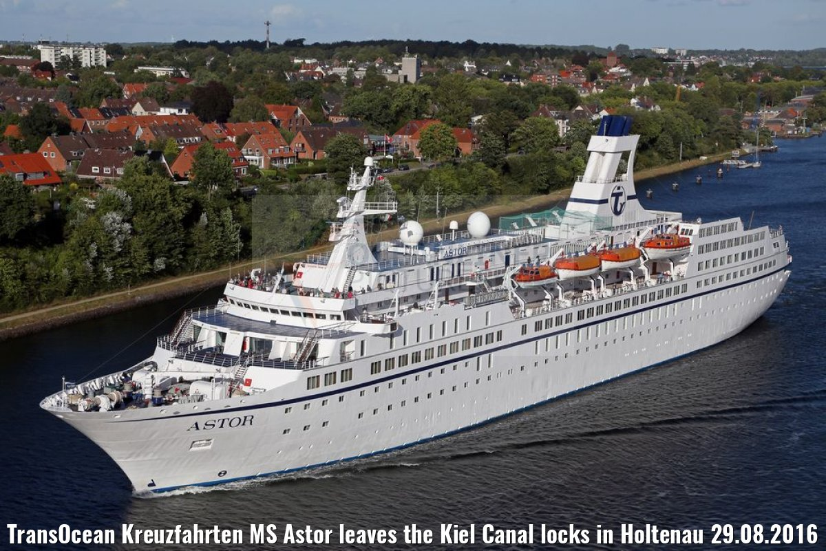 TransOcean Kreuzfahrten MS Astor leaves the Kiel Canal locks in Holtenau 29.08.2016