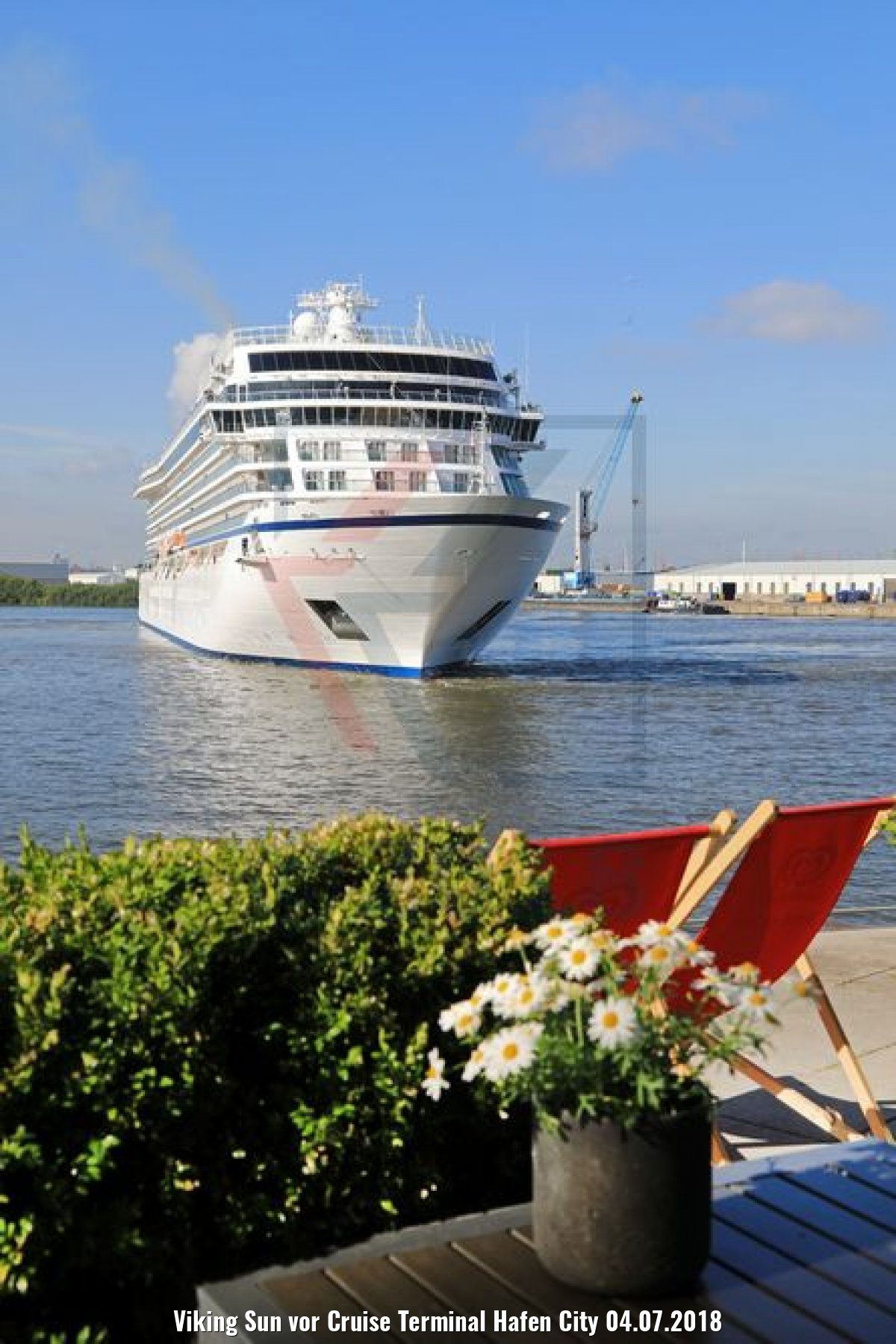 Viking Sun vor Cruise Terminal Hafen City 04.07.2018