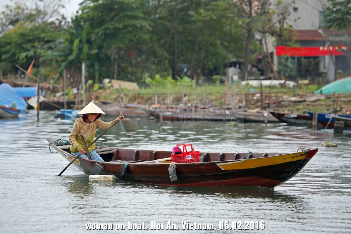 woman on boat, Hoi An, Vietnam, 05.02.2016